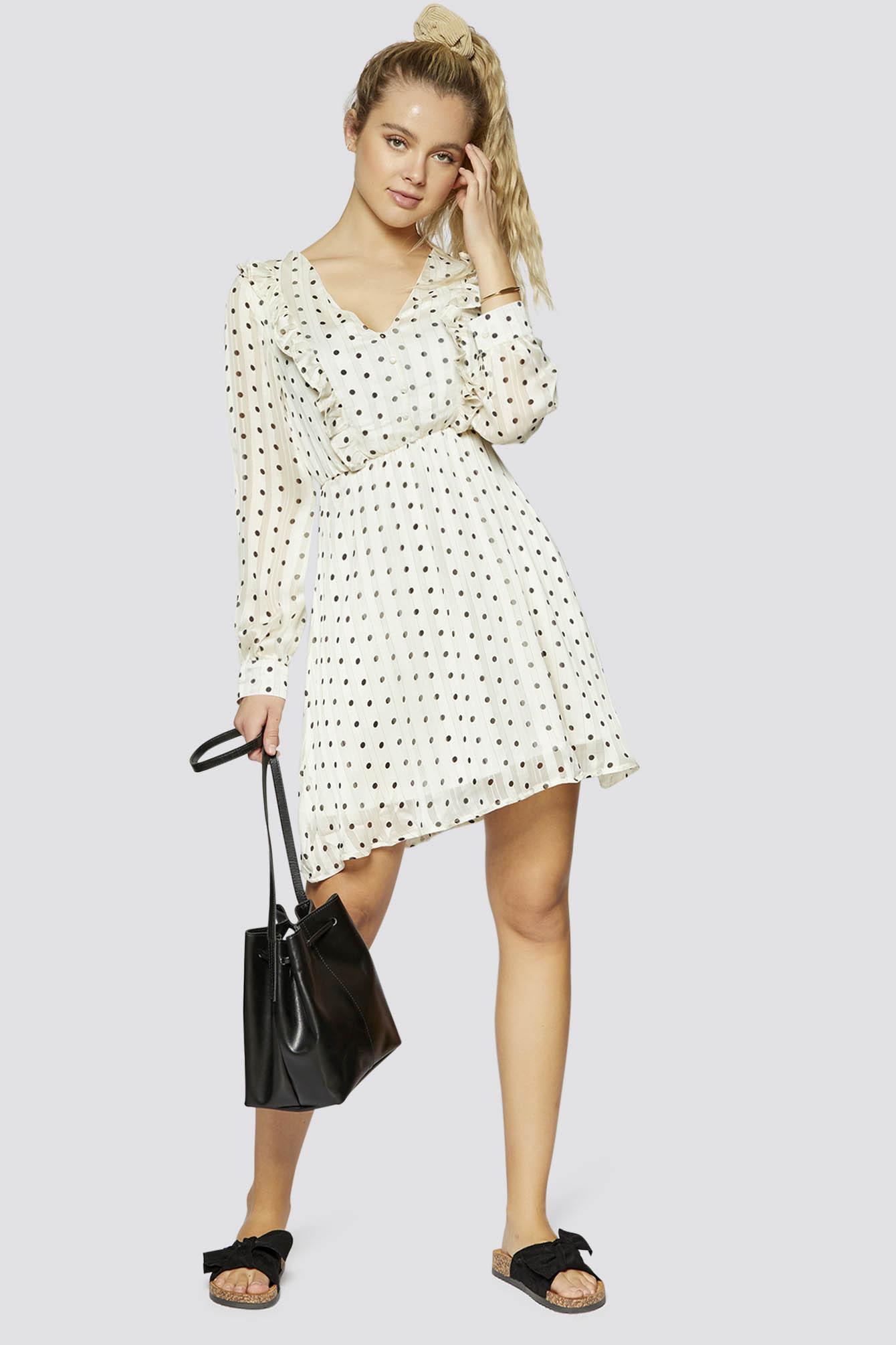 Gepunktetes Kleid Mit Knopfleiste Und Rüschendetails