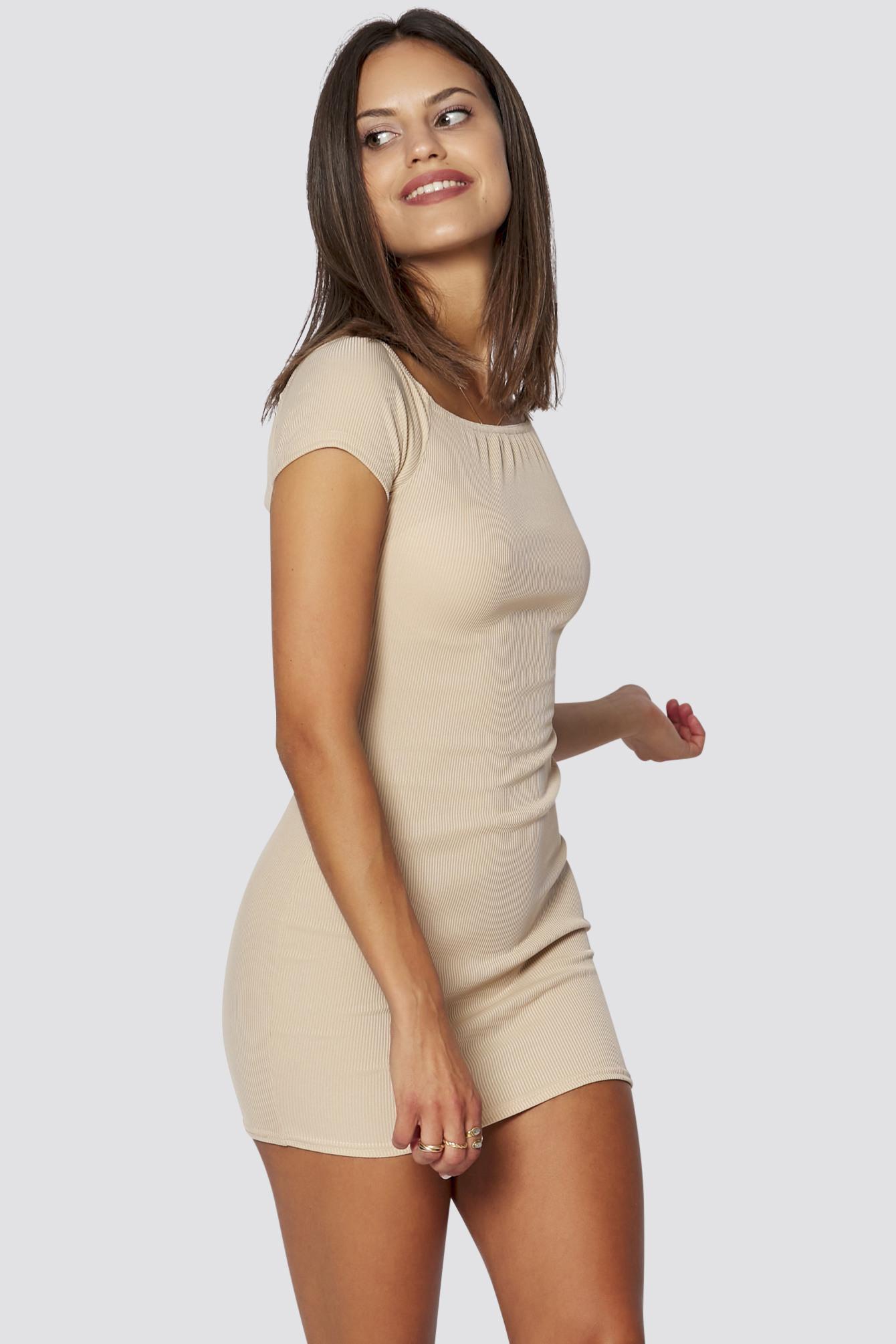 Geripptes Schulterfreies Kleid In Beige Sommer Kleider