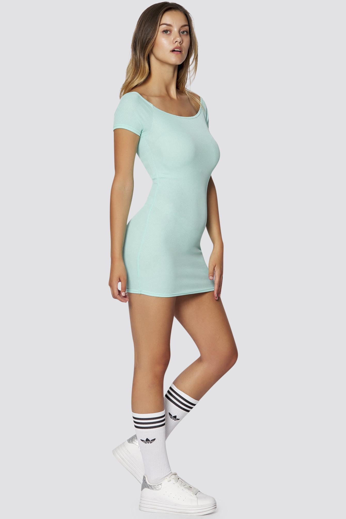 Geripptes Schulterfreies Kleid In Mint Sommer Kleider