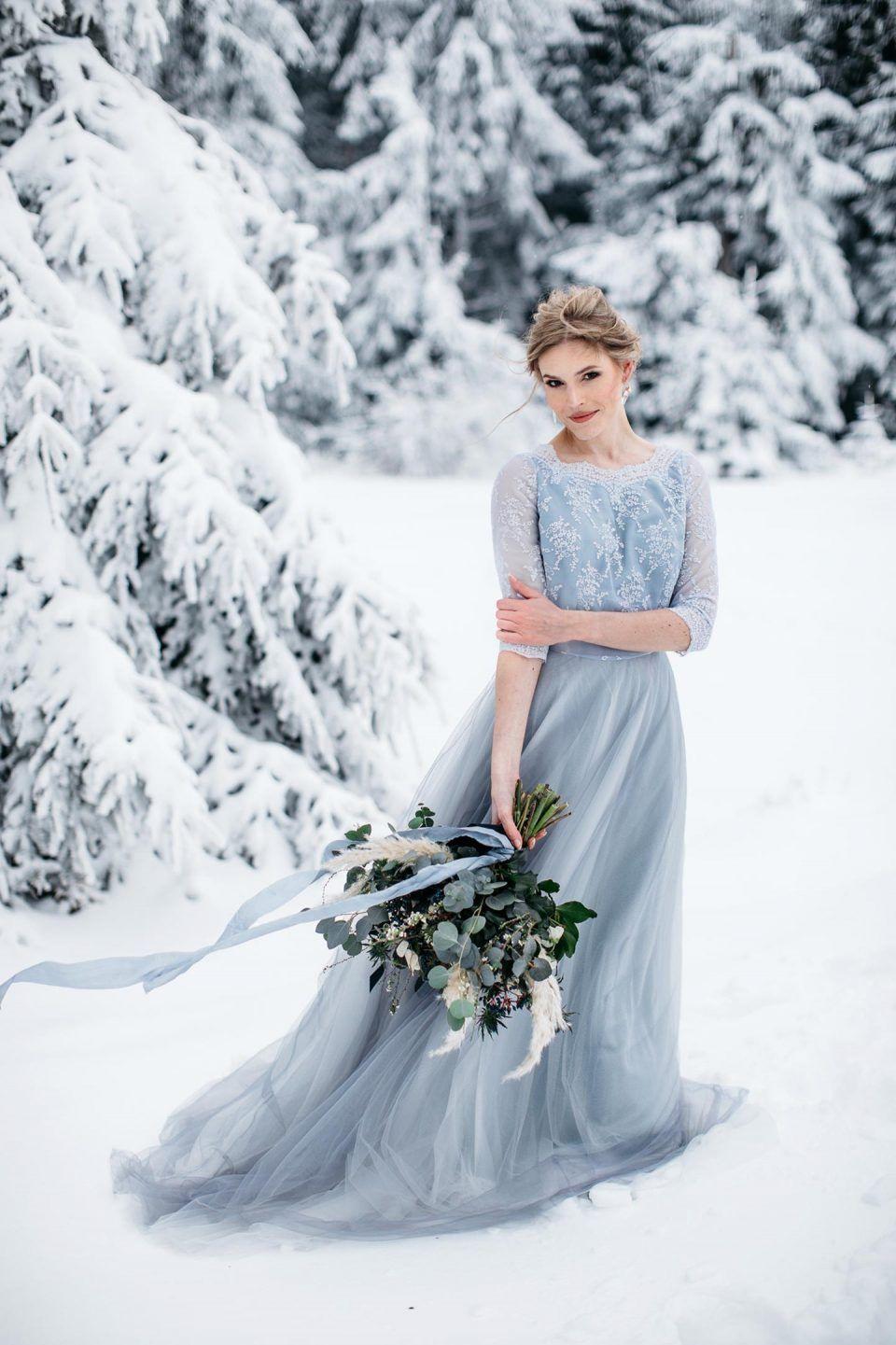 Graublaue Winterhochzeitsidee Im Wald  Winter Hochzeit
