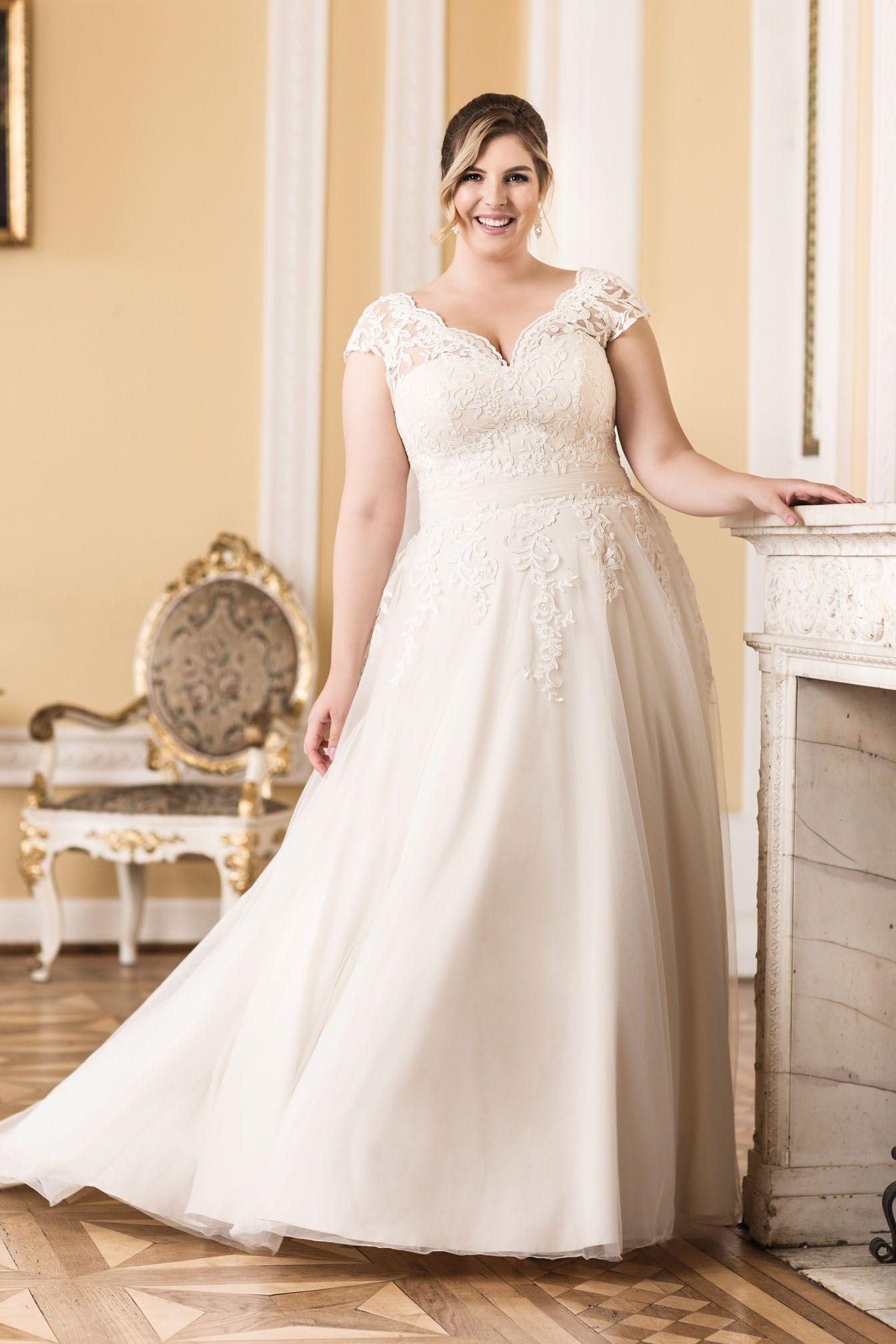 Große Größen Brautmode Von Mode Der Pol Bei Boesckens In