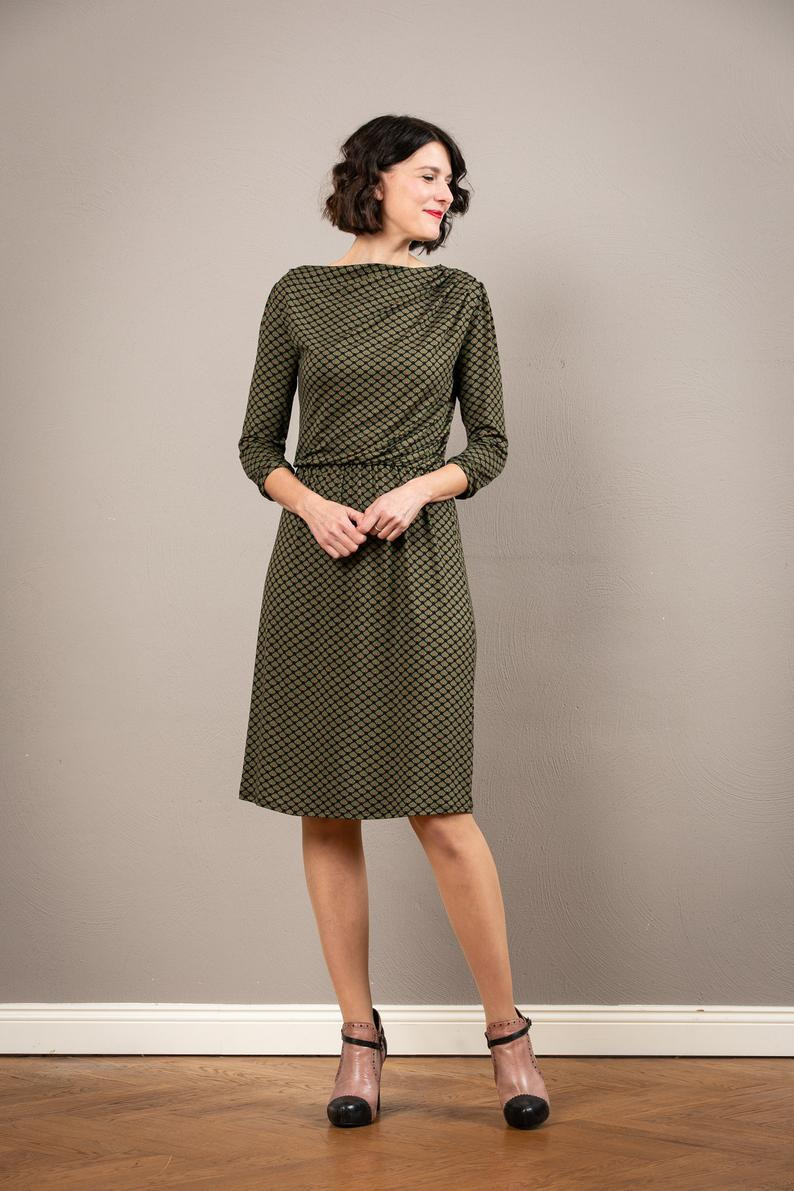 Grünes Tailliertes Kleid Pheline Mit Asymmetrischem