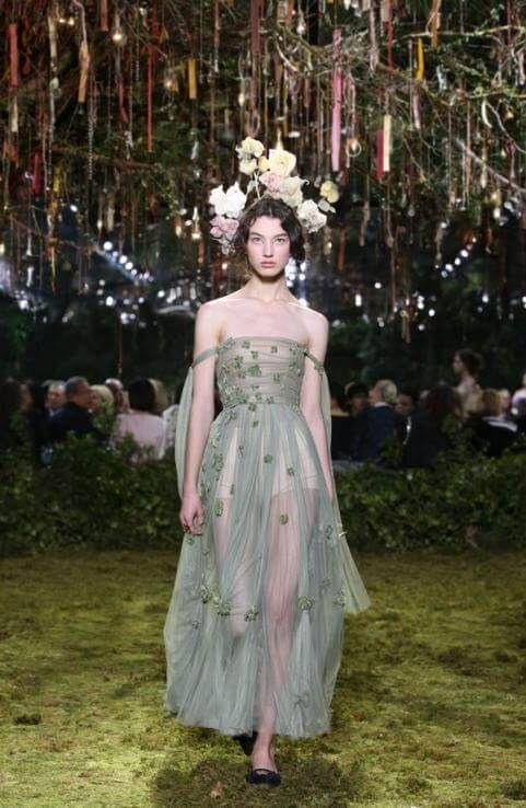 Haute Couture Paris Dior Erschuf Einen Märchenwald Mit