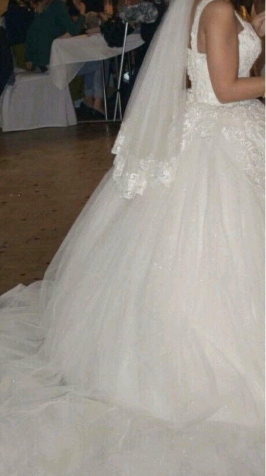 Hochzeitskleid Brautkleid Gelinlik Ballkleid In Mitte