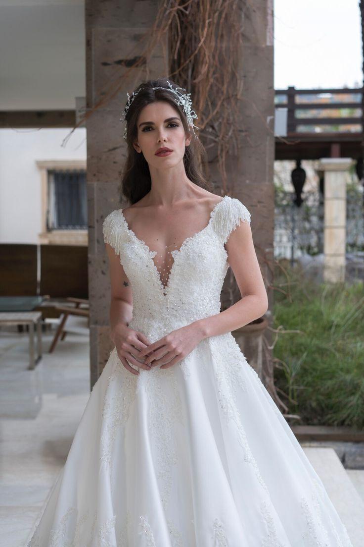 Hochzeitskleid Mit Capärmeln  Emine Yildirim  Brautde