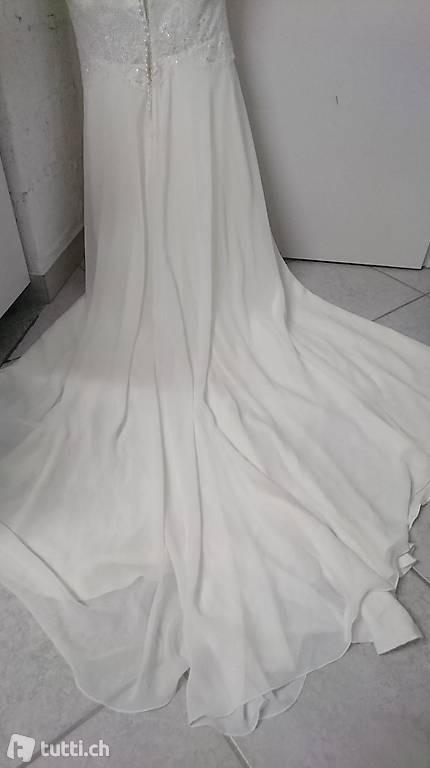 Hochzeitskleid Mit Schleppe Grösse 36 Neu In Graubünden