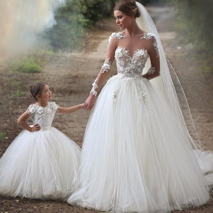 Hochzeitskleid Prinzessin Glitzer  Friseur
