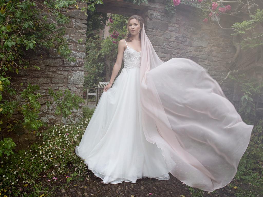 Hochzeitskleid Richtig Reinigen  Lafanta