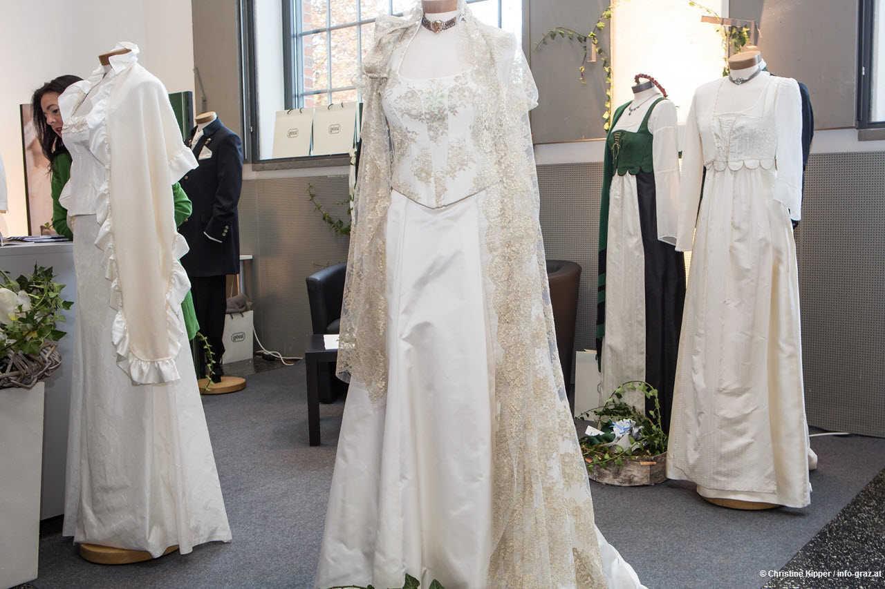 Hochzeitskleider Brautkleider Grazdirndl Hochzeit