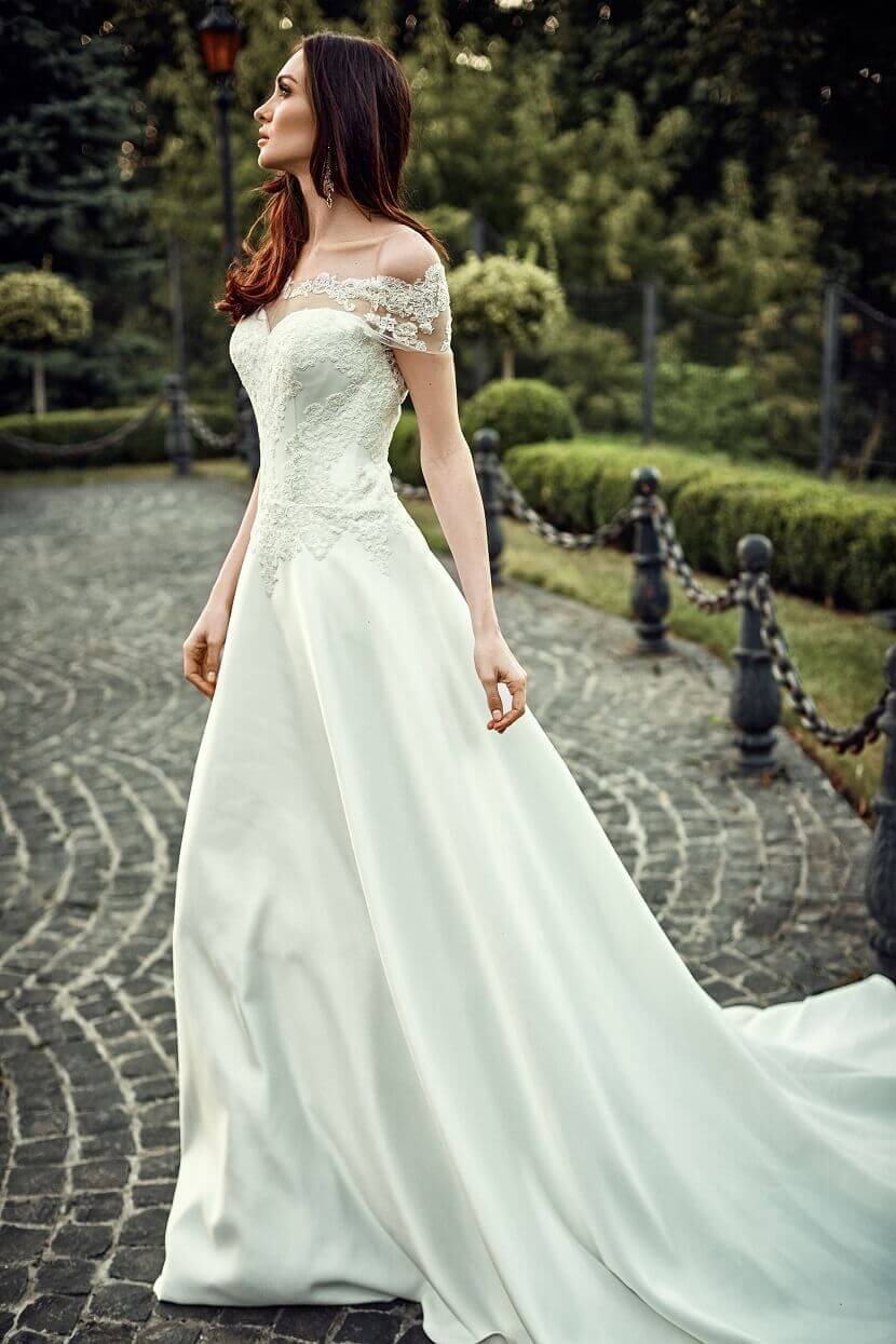 Hochzeitskleider Mit Viel Glitzer  Hochzeit