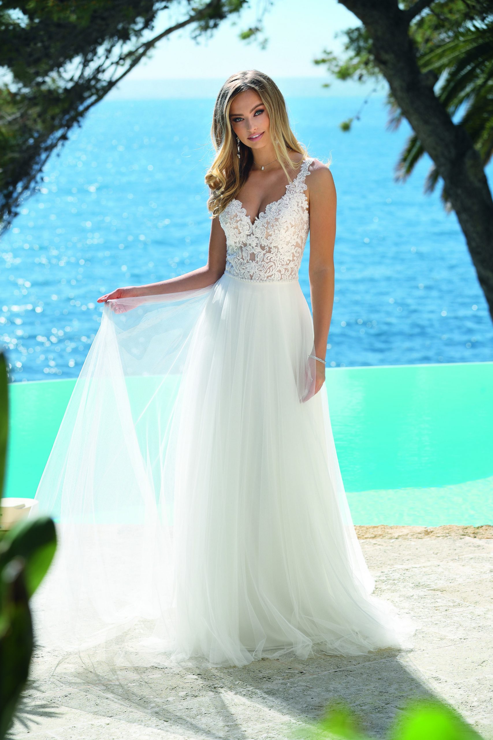 Hochzeitslkleid Von Ladybird In 2020  Brautmode