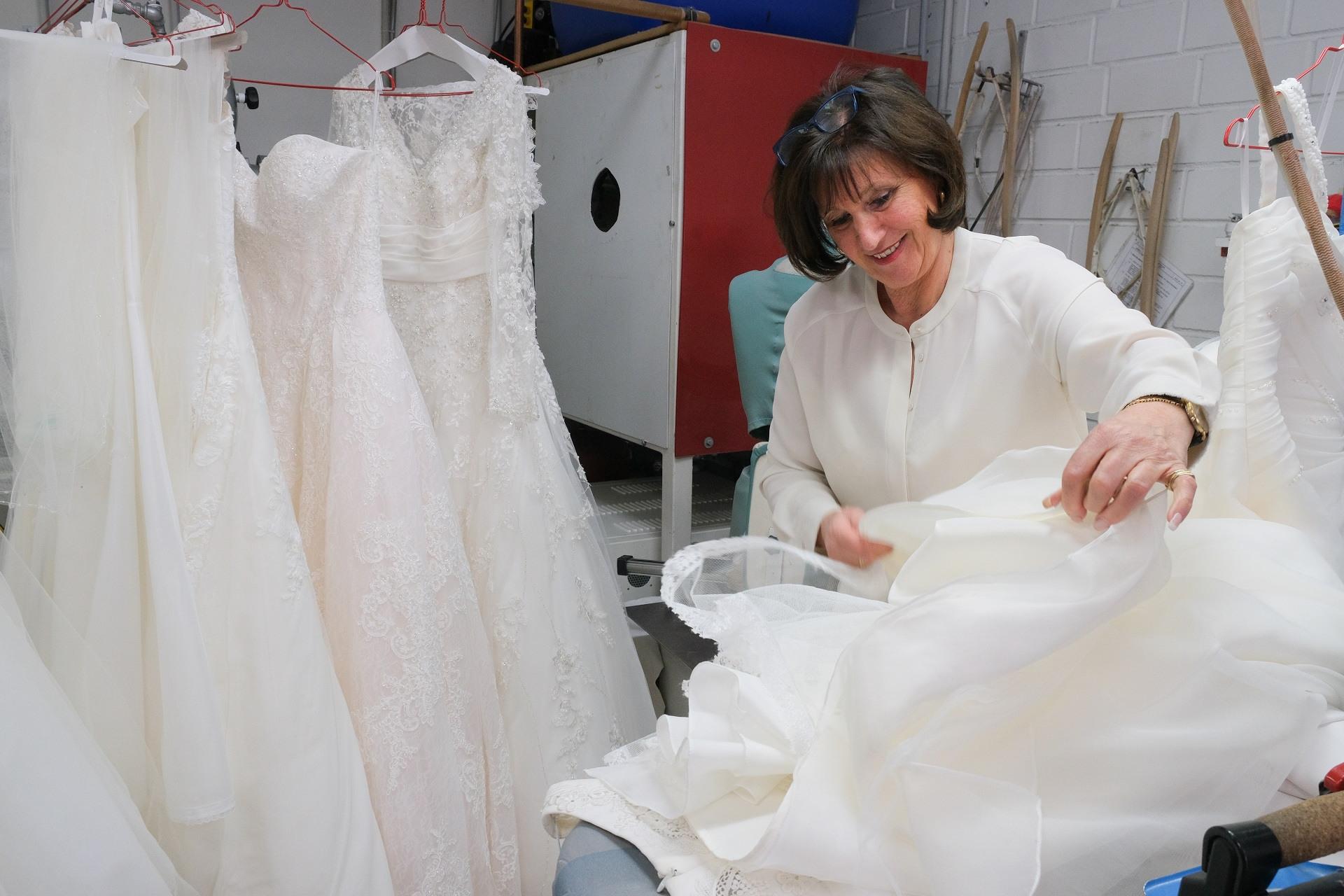 Ihr Brautkleid  Brautkleider Reinigung