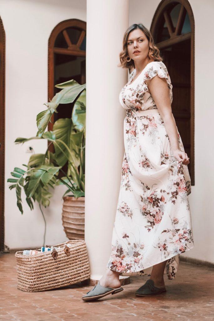 Im Blumenkleid Als Gast Auf Einer Hochzeit  Anna Curve