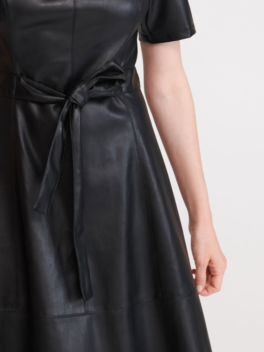 Jetzt Shoppen Kleid Aus Kunstleder Reserved Wn98199X