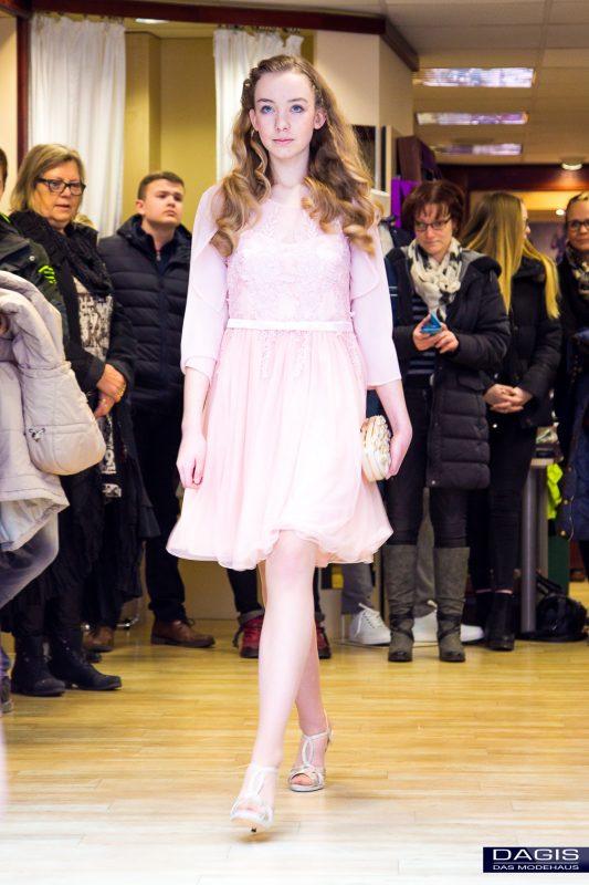 Jugendweihe Mode Und Abiball Kleidung In Schönebeck