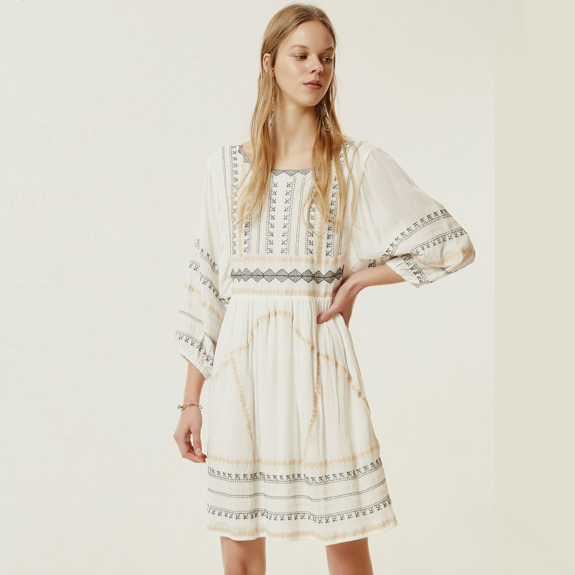 Kirik Beyaz Langärmliges Kleid Mit Verzierung  Yargici