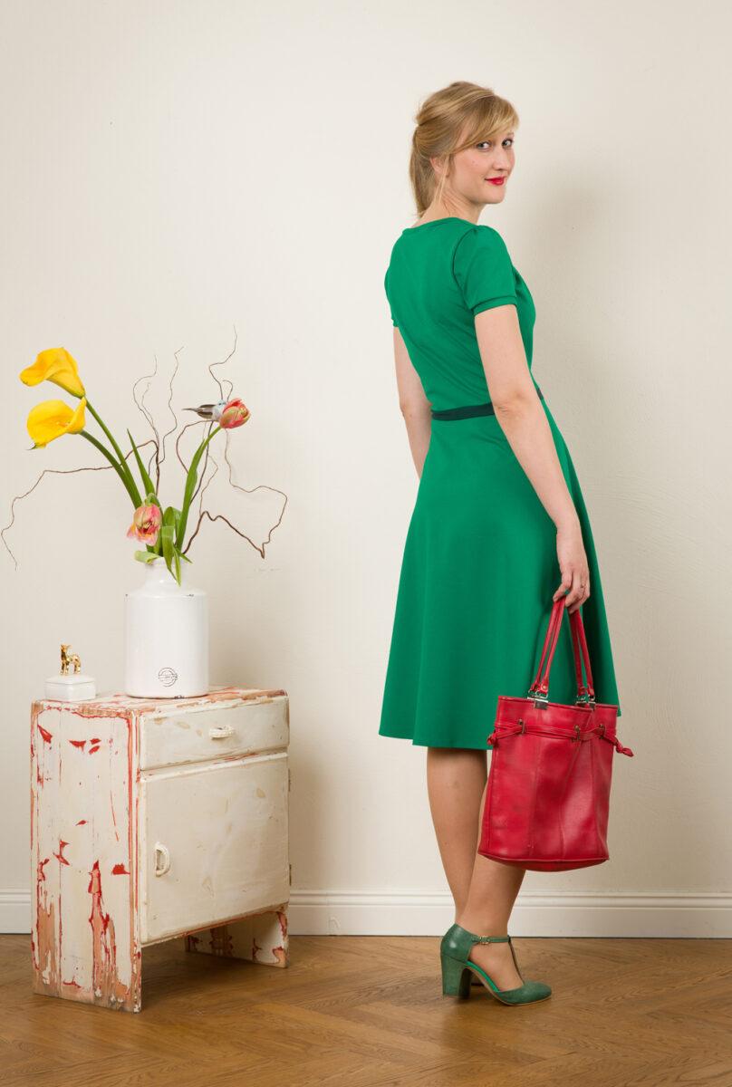 Kleid Luzia In Smaragdgrün Mit Fältchen Und Tellerrock