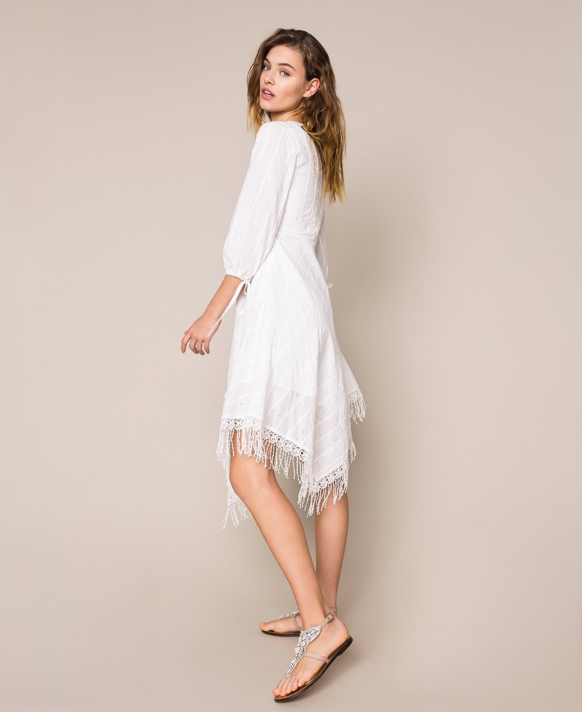 Kleid Mit Lochstickerei Und Häkelarbeit