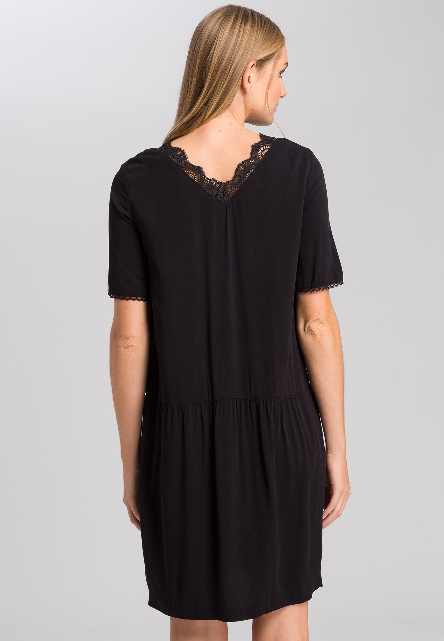 Kleid Mit Spitzenausschnitt  Kleider  Röcke  Fashion