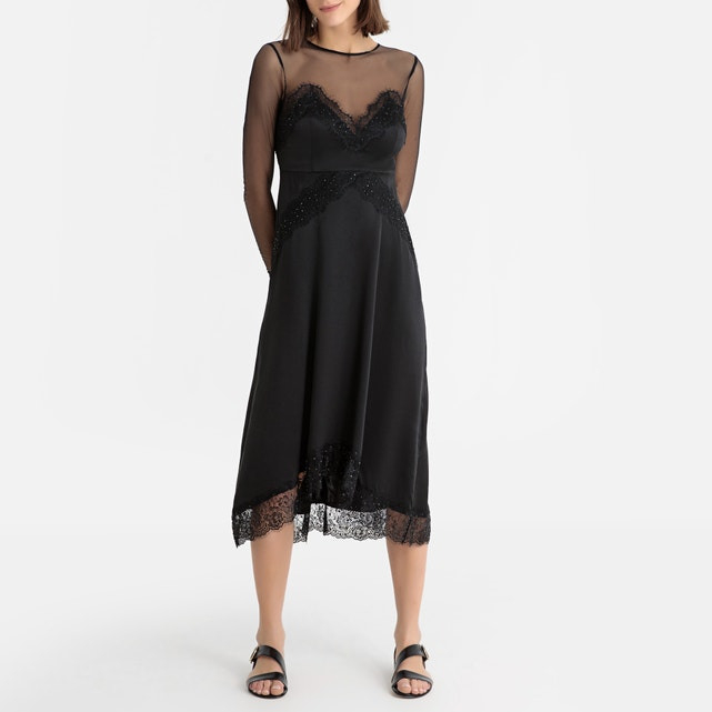 Kleid Mit Transparenten Einsätzen Und Spitzendetails