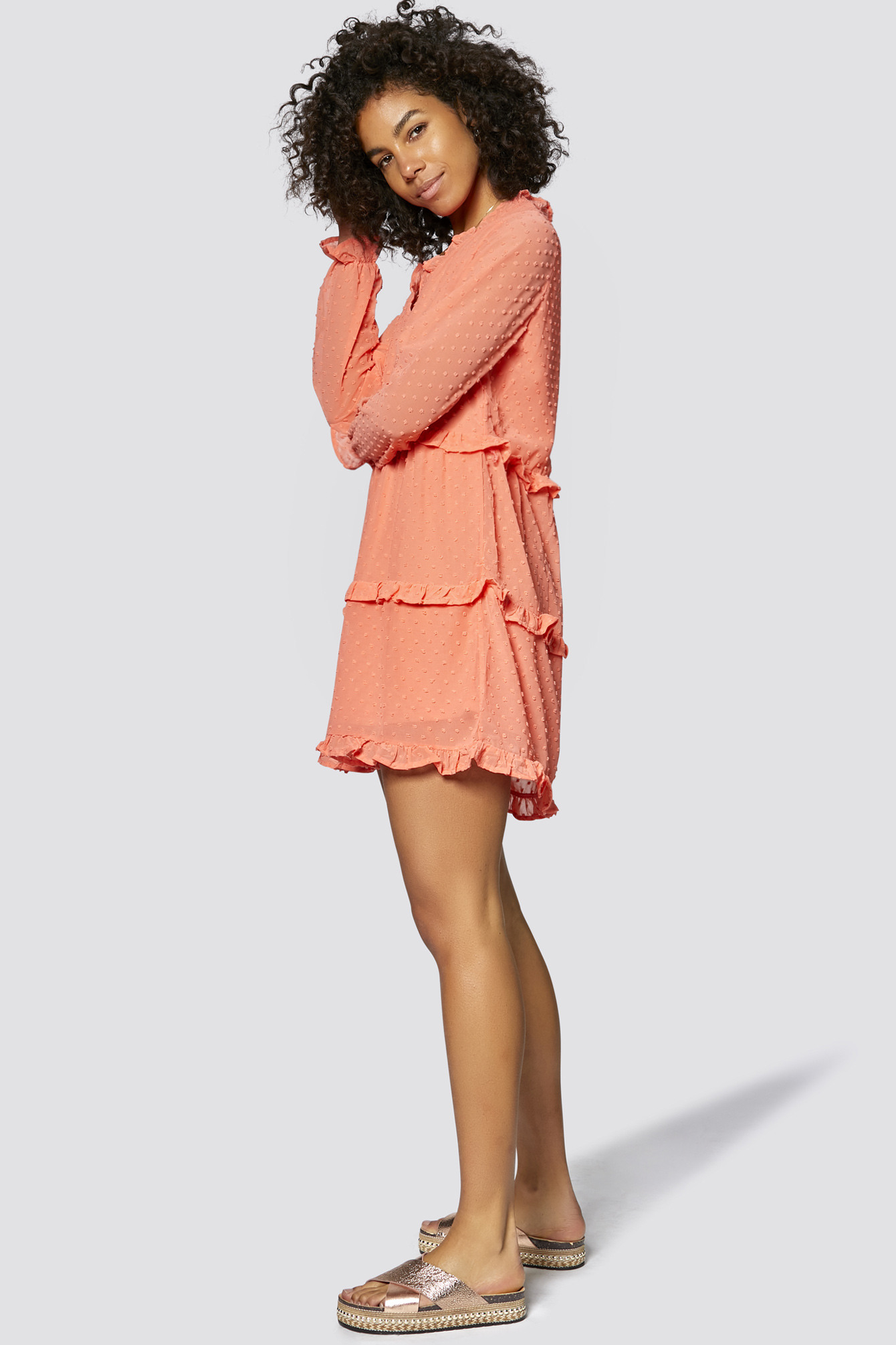 Kleid Mit Vausschnitt Und Rüschen  Freshlions