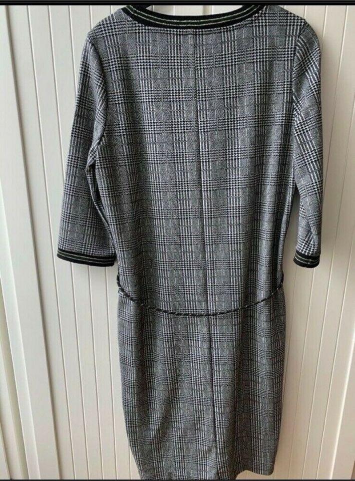 Kleid Von Summum In Bayern  Amberg  Ebay Kleinanzeigen