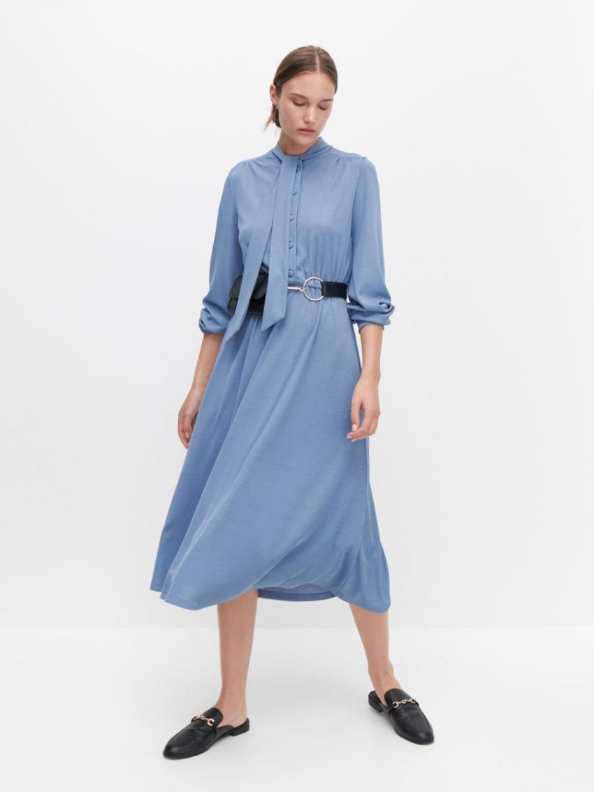 Kleider  Jumpsuits  Kleid Mit Bindung Am Hals Blau