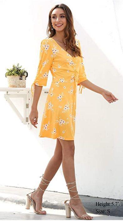Knielanges Sommerkleider Mit Blumen In Gelb  Sommer
