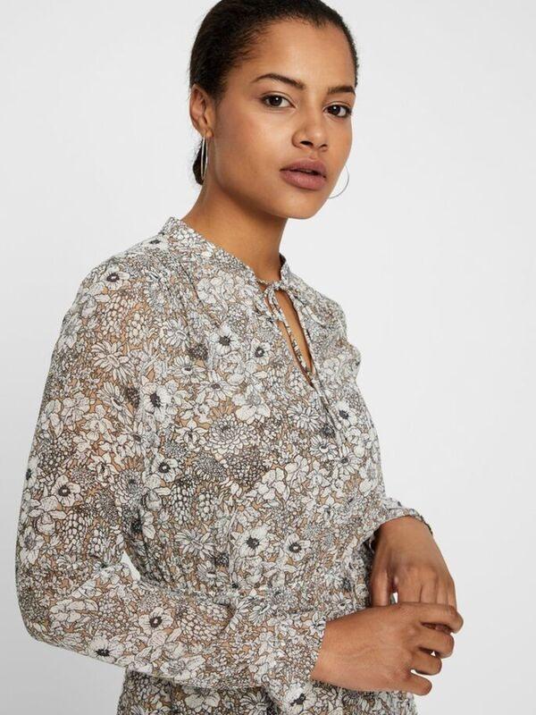 Kurzes Blumenprint Kleid Von Vero Moda Ansehen