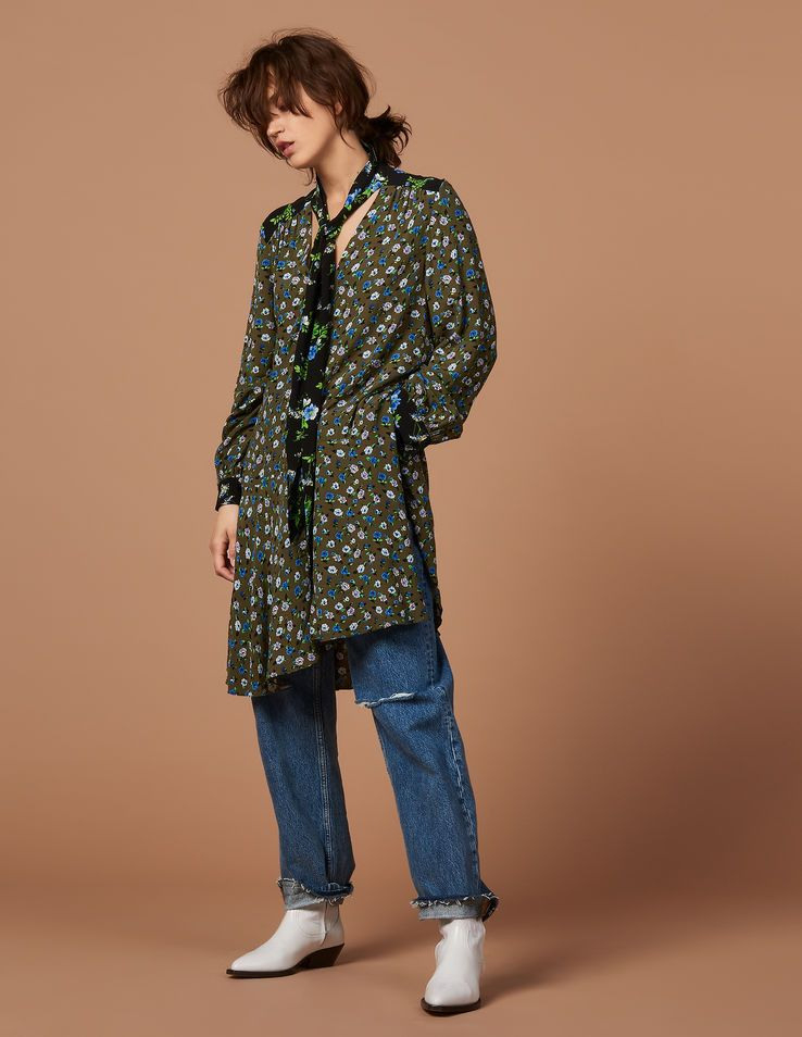 Kurzes Lavallièrekleid Mit Print  Kleider Farbe Khaki