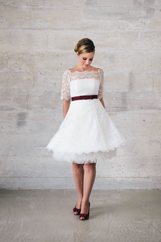 Kurzes Spitzenkleid Mit Petticoat  Hochzeitskleid