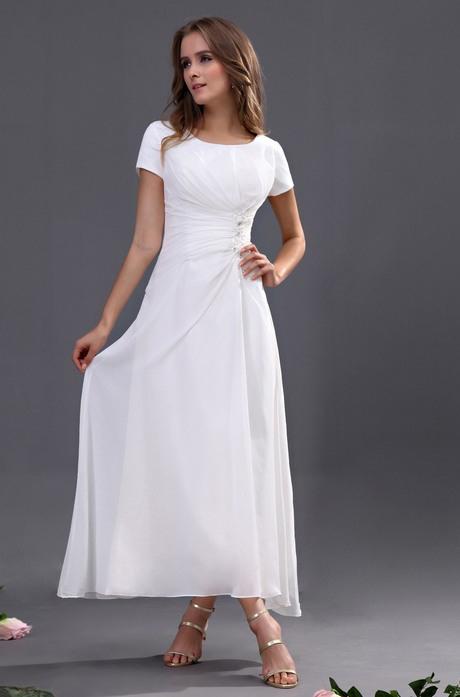 Langes Weißes Kleid Mit Ärmeln
