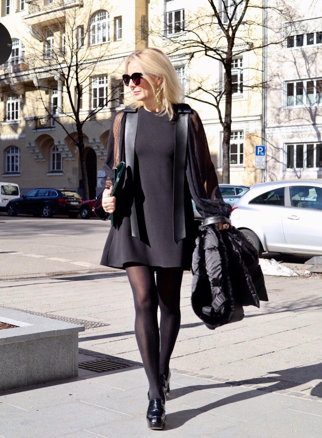 Mini Auch Mit 55 Klar  Outfit Das Kleine Schwarze
