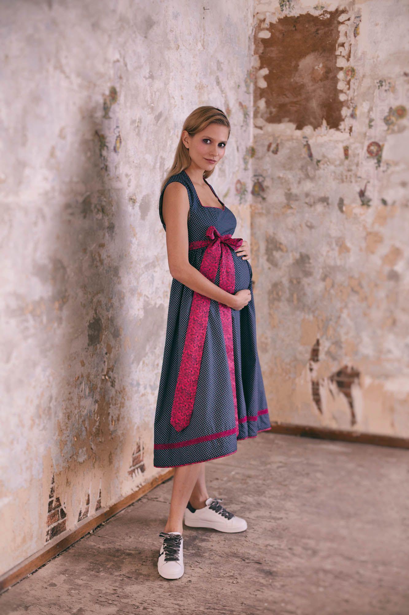 Mit Diesem Wundervollen Dirndl Für Schwangere Stehen Sie