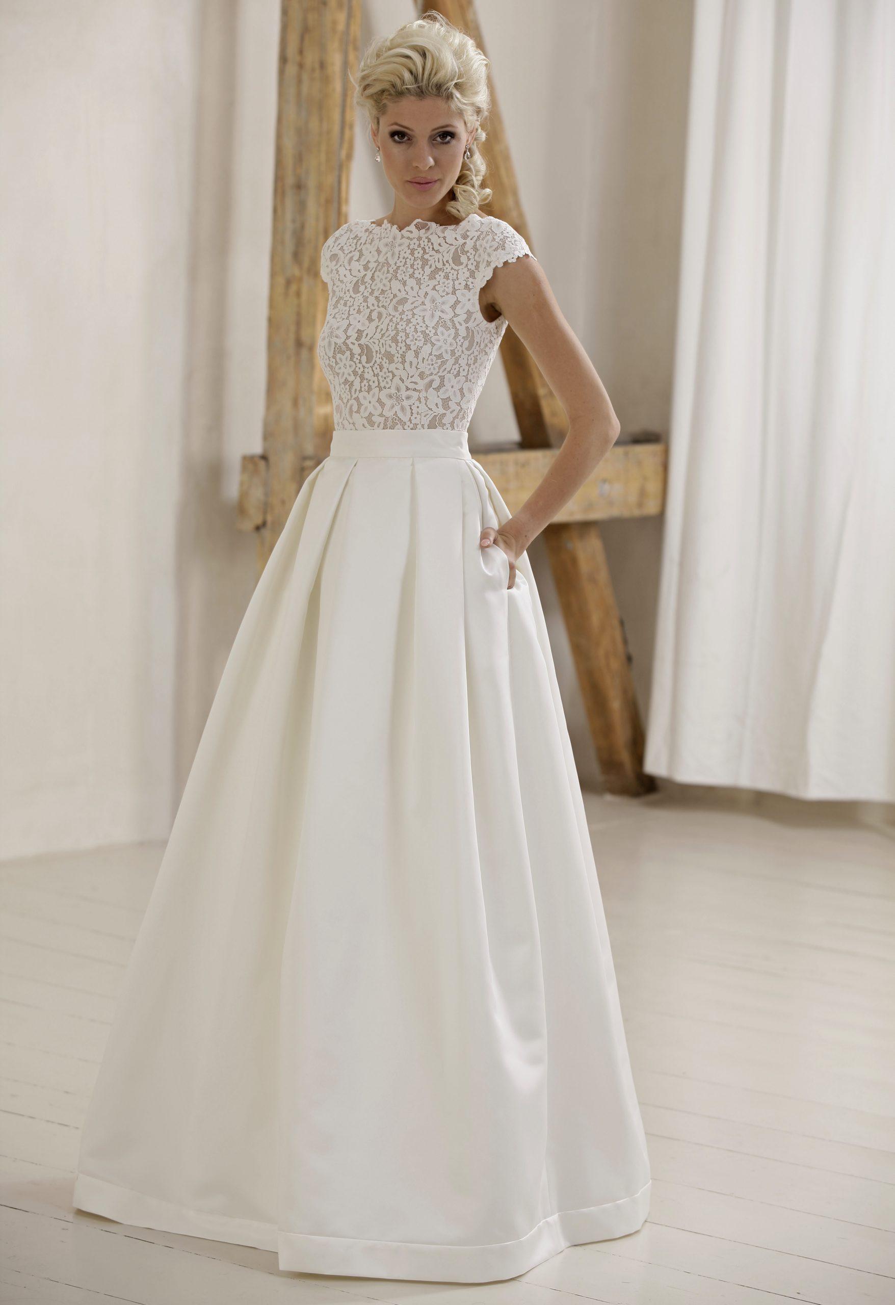 Modell Marta Mit Satin Skirt 735  Silk  Lace