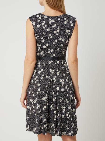 Montego Kleid Mit Floralem Muster In Grau / Schwarz Online