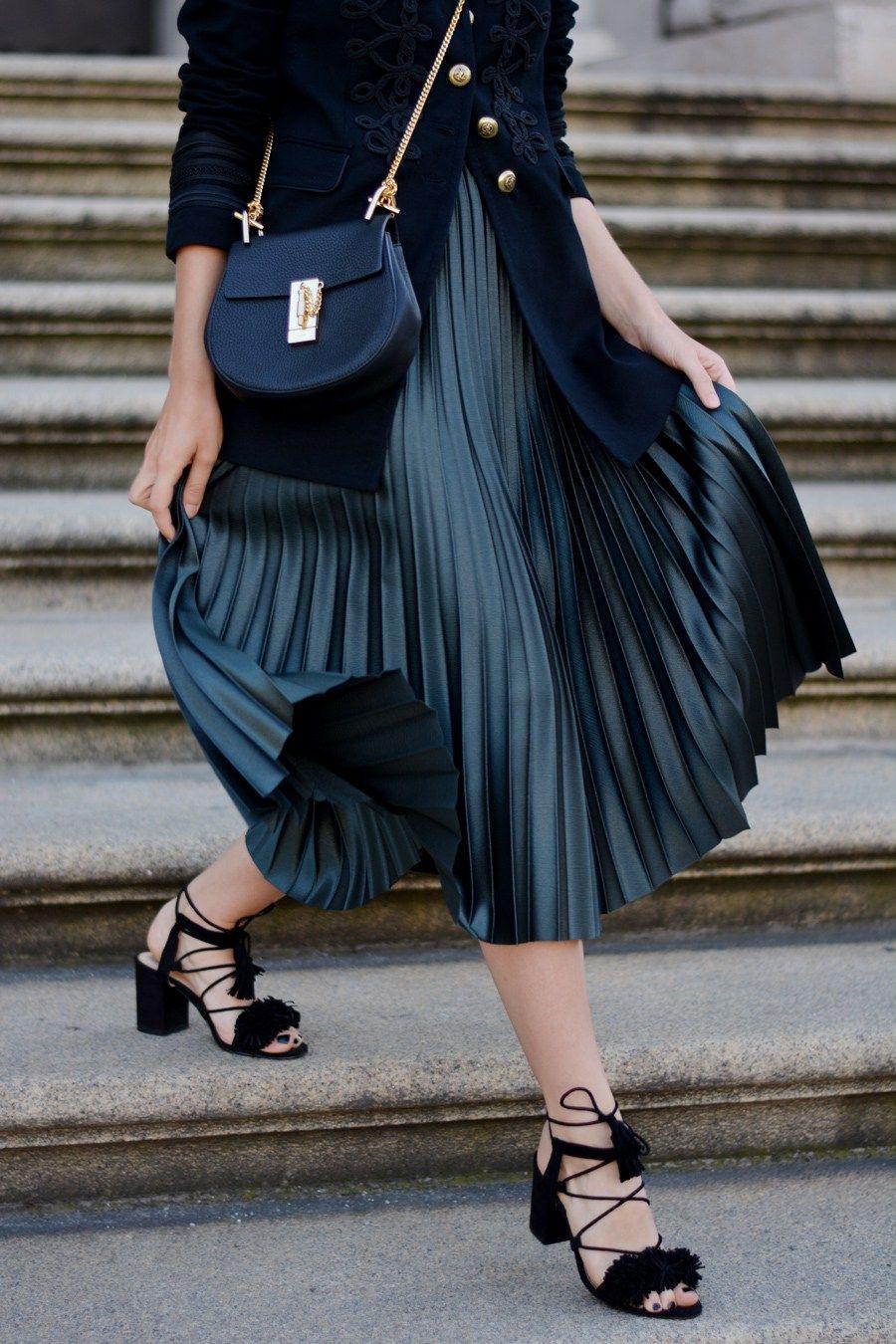Outfit Velvet Military Jacket Plissee Skirt  Chloé Drew