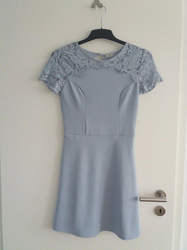 Pimkie  Babyblaues Kleid Mit Spitze Mit Offenem Rücken