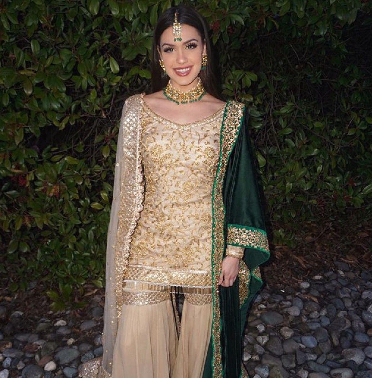 Pin Von 🔥Jass🔥 Auf Suits  Indische Kleider Kleider