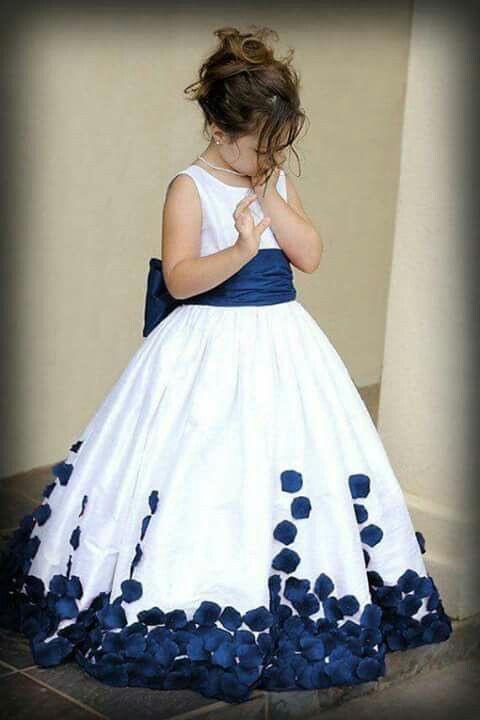 Pin Von Tanja Hiebert Auf Blumenmädchen Kleid  Blumen