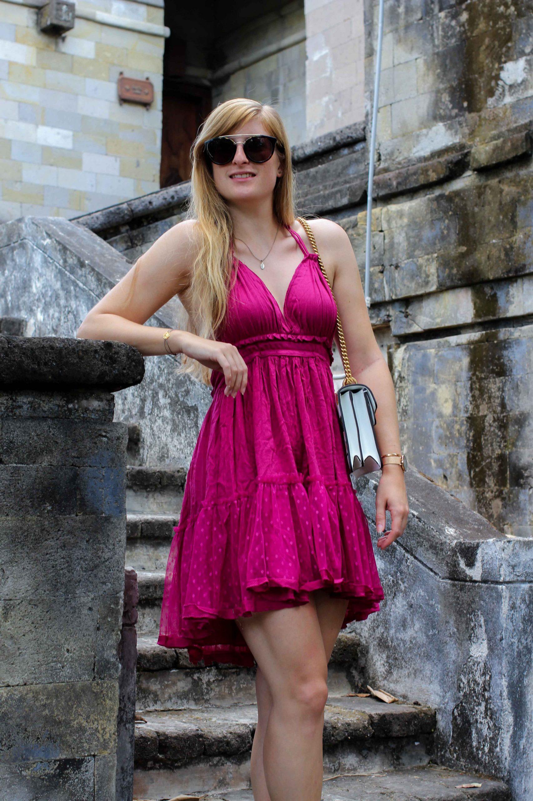 Pinkes Neckholder Kleid Kombinieren Sommeroutfit Bali