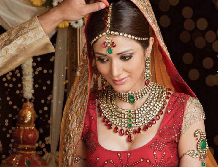 Promihochzeit Frisurenbild  Indische Brautmode