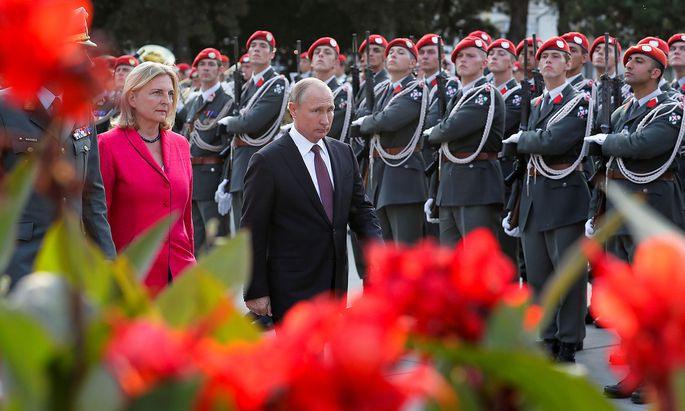 Putin Plant Besuch Auf Hochzeit Von Kneissl  Rein Privat