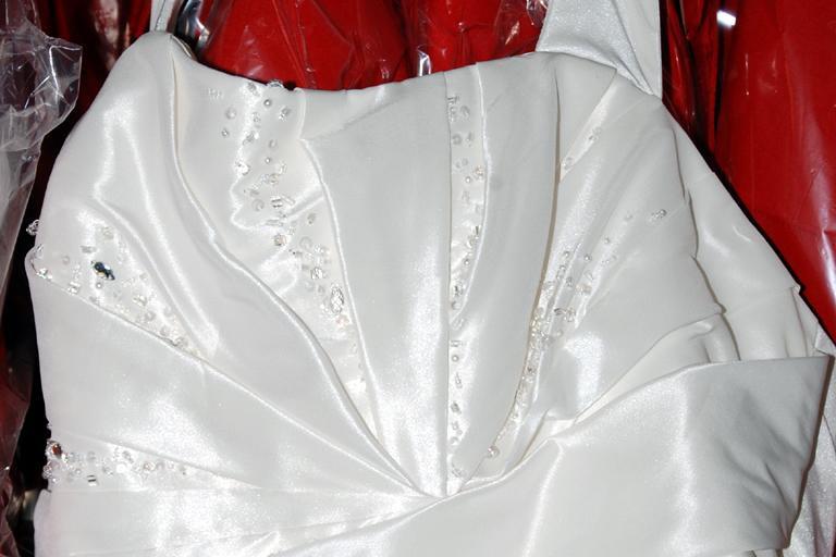 Reinigung Von Brautkleidern  Abendkleidern  Offlineshop