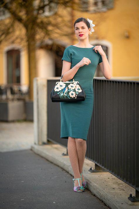 Retrooutfit Grünes Sommerkleid In Der Goldenen Stunde