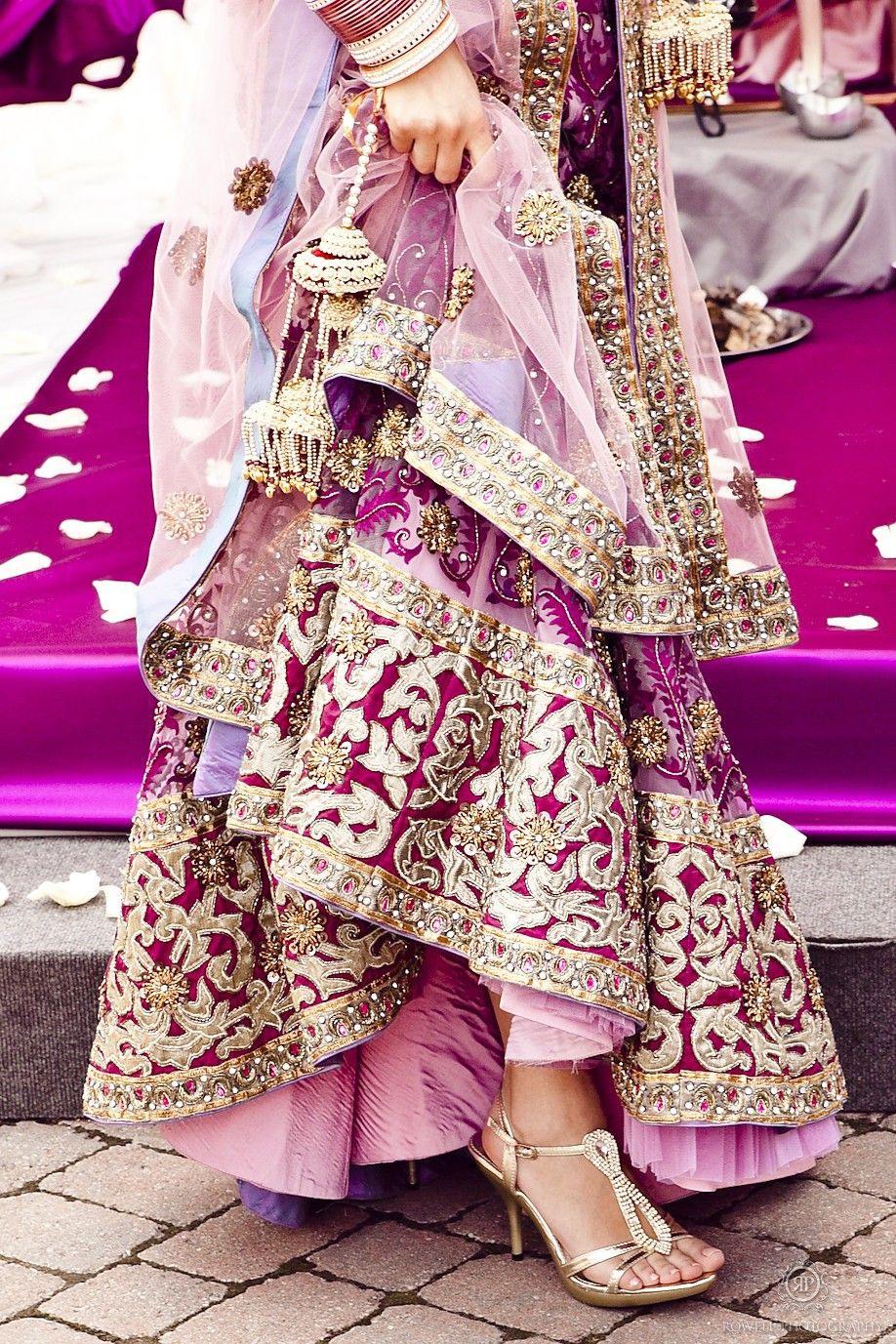 Roheenkalkat ♛☆☯♡  Indische Brautmode Indischer Stil Und
