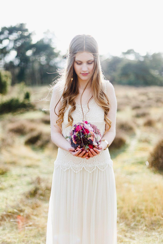 Romantische Bohohochzeitsinspiration In Leuchtenden