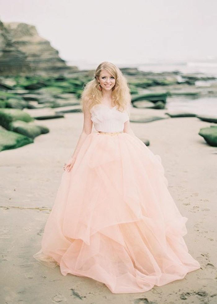Rosa Brautkleid Für Einen Glamourösen Hochzeitslook