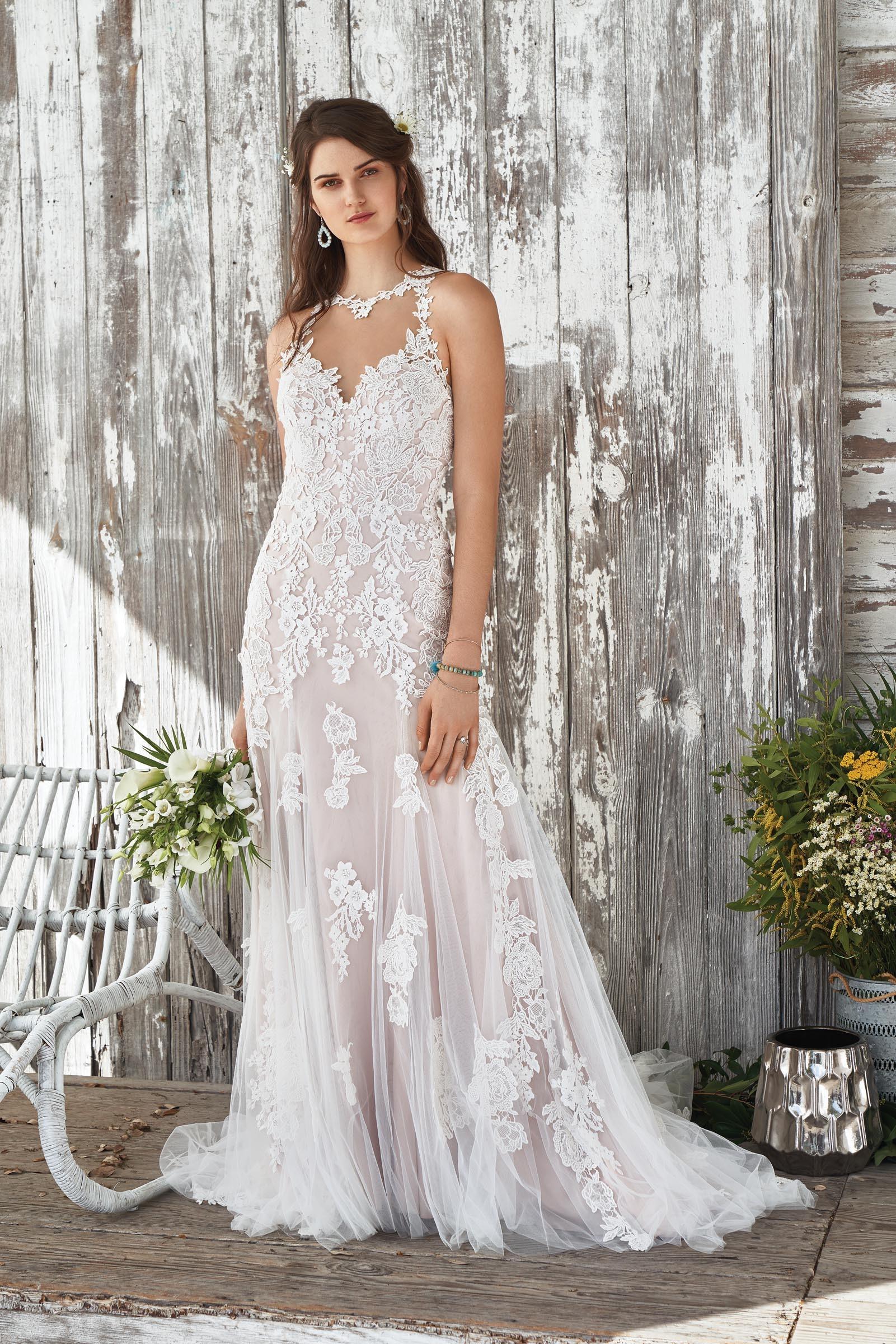 Rosafarbenes Hochzeitskleid