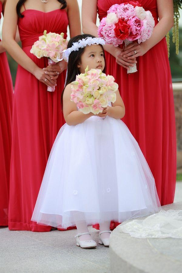 Rote Kleider  Weißes Blumenmädchen  So Ähnlich Könnte
